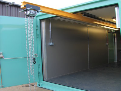 workshop_container_beam_out_door-400-x-300
